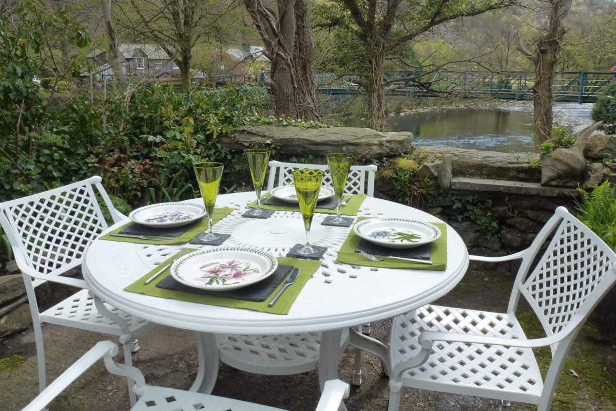 Clydfan Cottage garden table